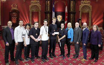 Tournoi jeunes démocrates: une médaille de bronze et beaucoup de fierté pour des élèves du Collège Saint-Paul