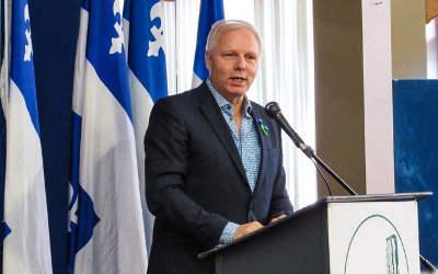 « Il n'y a qu'un train qui se rend à l'indépendance et c'est celui du Parti Québécois! » – Jean-François Lisée