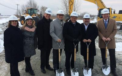 Première pelletée de terre pour le centre de distribution de Costco à Varennes