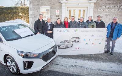 Un véhicule électrique en autopartage pour Varennes: de nouveaux fonds pour des projets d'infrastructures vertes au Québec
