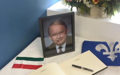 Séance de signatures au bureau de circonscription du député fédéral:  «Nous invitons les citoyens à venir honorer la mémoire de Bernard Landry»