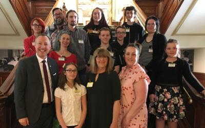 Le député Jean-Bernard Émond rend hommage aux Maisons des jeunes de sa circonscription