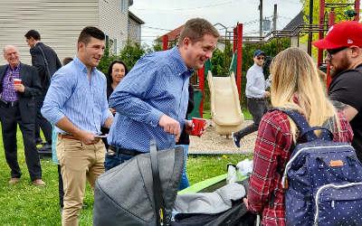 Andrew Scheer fait du porte-à-porte avec Mathieu Daviault, candidat dans Pierre-Boucher-Les Patriotes-Verchères