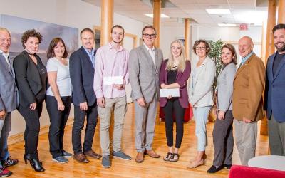 Bourses d'études remises à deux employés étudiants de la Ville de Varennes