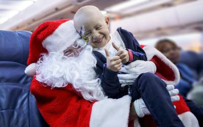 « En vol avec le père Noël », la magie du temps des fêtes: Air Transat et la Fondation Rêves d'enfants célèbrent 15 ans de partenariat