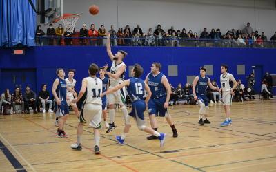 Le sport étudiant: là où la réussite et la fierté se rencontrent
