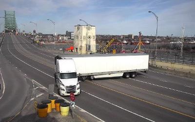 Action imprudente sur le Pont Jacques-Cartier