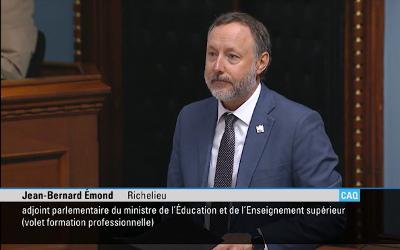 Le député Jean-Bernard Émond remercie le personnel des établissements scolaires de la circonscription de Richelieu, dans une déclaration prononcée au salon bleu