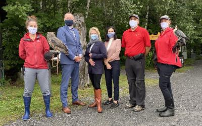 La ministre du Tourisme, madame Caroline Proulx, confirme une aide financière de plus de 2.4 M$ à l'Union québécoise de réhabilitation des oiseaux de proie (UQROP)