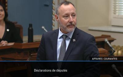 Le député Jean-Bernard Émond rend un hommage posthume aux élus municipaux Alain Maher et Réjean Théroux, dans une déclaration prononcée à l'Assemblée nationale du Québec