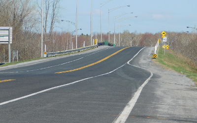 Saint-Roch-de-Richelieu: travaux d'inspection du pont surplombant l'autoroute 30
