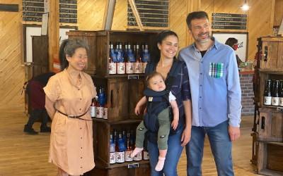 Un été au goût d'ici avec le mouvement Mangeons local plus que jamais!: Kim Thúy invite la population à visiter les fermes de la Montérégie
