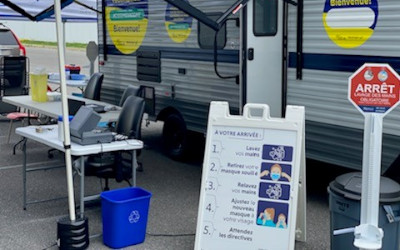 Vaccination contre la COVID-19: un franc succès pour la roulotte mobile